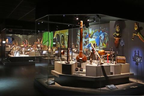 Exposition permanente (détail des salles consacrées à l'Asie) de MUSIC, musée des instruments de Céret