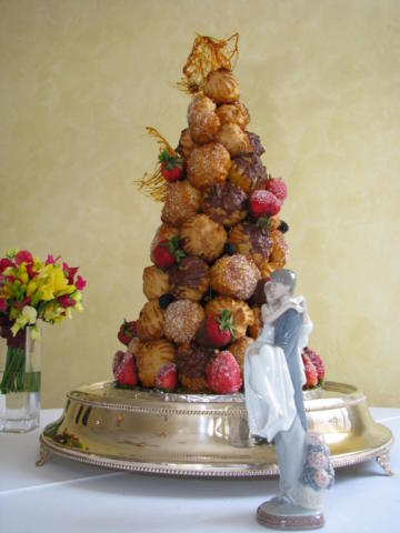 Croquembouche_wedding_cake